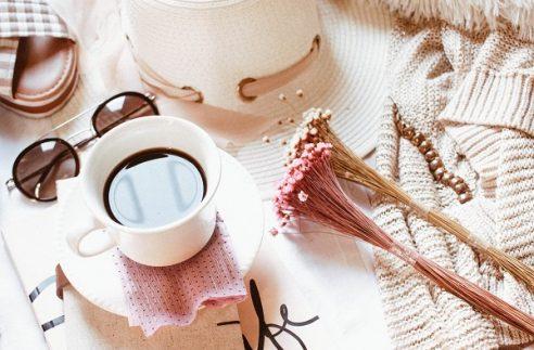 Find the most elegant feminine wordpress blog themes for female entrepreneurs. Shop feminine blog design templates for your business. We have a list of the best wordpress blog themes for your creative business for female bloggers. #wordpressthemes #blogdesign #brandstrategies #bloggingtips #femalebloggers
