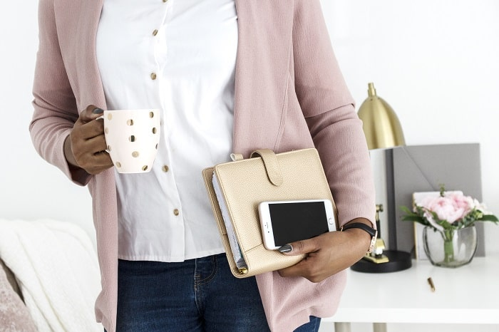 They are so many ways to make extra income while working full-time. If you are looking for ways to make money on the side, then look no further than this post. #workfulltime