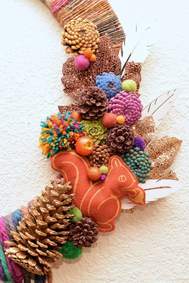 Fall DIY Wreath decor. his is the best DIY Fal decorating ideas for the porch. Outdoor Fall Decorating ideas for your porch and beyond. Easy fall decorating ideas for your front porch. Lots of simple and inexpensive ideas to help you decorate your home for fall. #falldecor #falldecorations #fallonabudget #homedecorideas