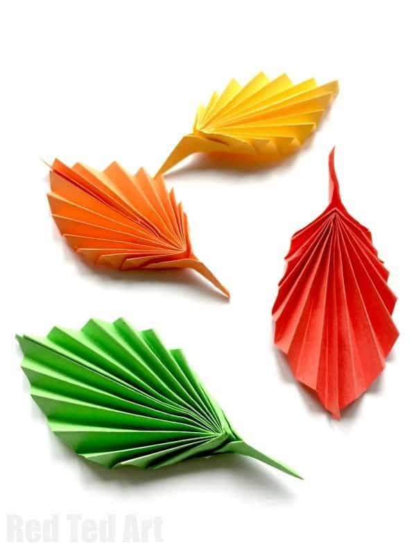 Paper leaf fall decoration. This is the best DIY Fal decorating ideas for the porch. Outdoor Fall Decorating ideas for your porch and beyond. Easy fall decorating ideas for your front porch. Lots of simple and inexpensive ideas to help you decorate your home for fall. #falldecor #falldecorations #fallonabudget #homedecorideas