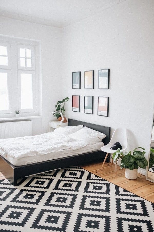 Are you looking for cheap decorating ideas for your home? Find amazing budget-friend decor ideas from this post. Decorate for less using our tips. You do not need the dollar store to decorate on a budget. DIY cheap Decorating ideas #decorideas #budgetdecor #ladiesmakemoney