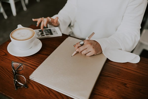 Choosing a name for your brand and blog is vital to your success! Choosing a poor name can be damaging to your brand value and leave you with no success. Here is how it can ruin your business! #brandname