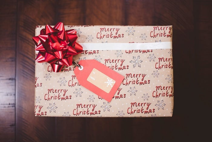 How to save money on Christmas presents. Here is how to afford Christmas presents when you are on a budget #holidaygifts #Christmaspresents #Christmasgifts