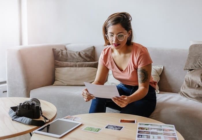here are 25 Stay at home mom jobs for extra money! We have listed a great collection of legitimate work at home jobs that you can stay right away if you want to get paid #stayathome #workfromhome #momjobs #workformoms