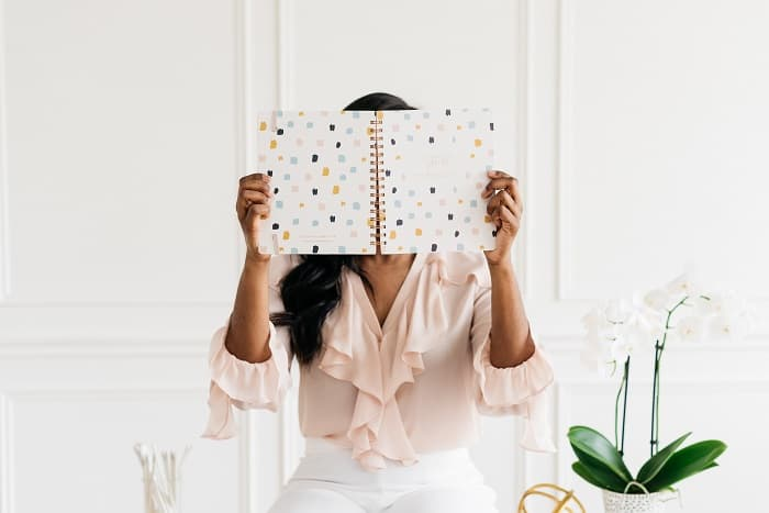 If you are looking for popular female bloggers to follow, we have an amazing list for you. We have a great list of the top female bloggers! #femalebloggers