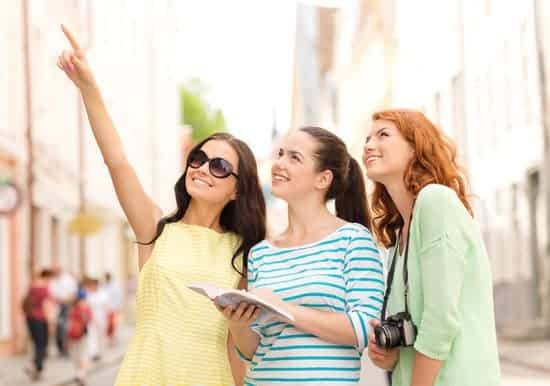 Learn how to become a tour guide over the summer and make extra money!